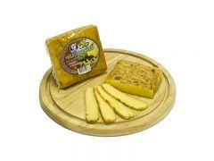 """Сыр """"Беловежский"""" копченый с перцем и чесноком 42%"""